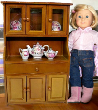 Kit american doll with hutch