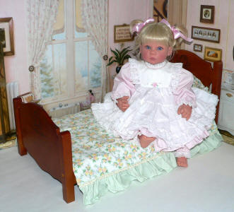 doll bed for Lee Middleton, My Twinn, baby doll crib